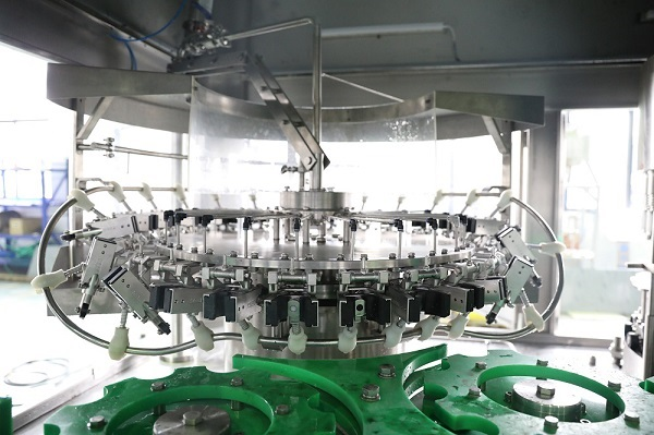 aluminum bottle water filling machine 3
