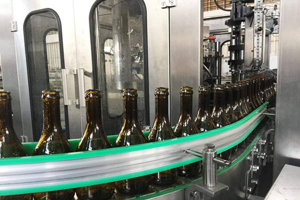 What Are The Filling Characteristics and Working Principles of Glass Bottle Filling Machine?